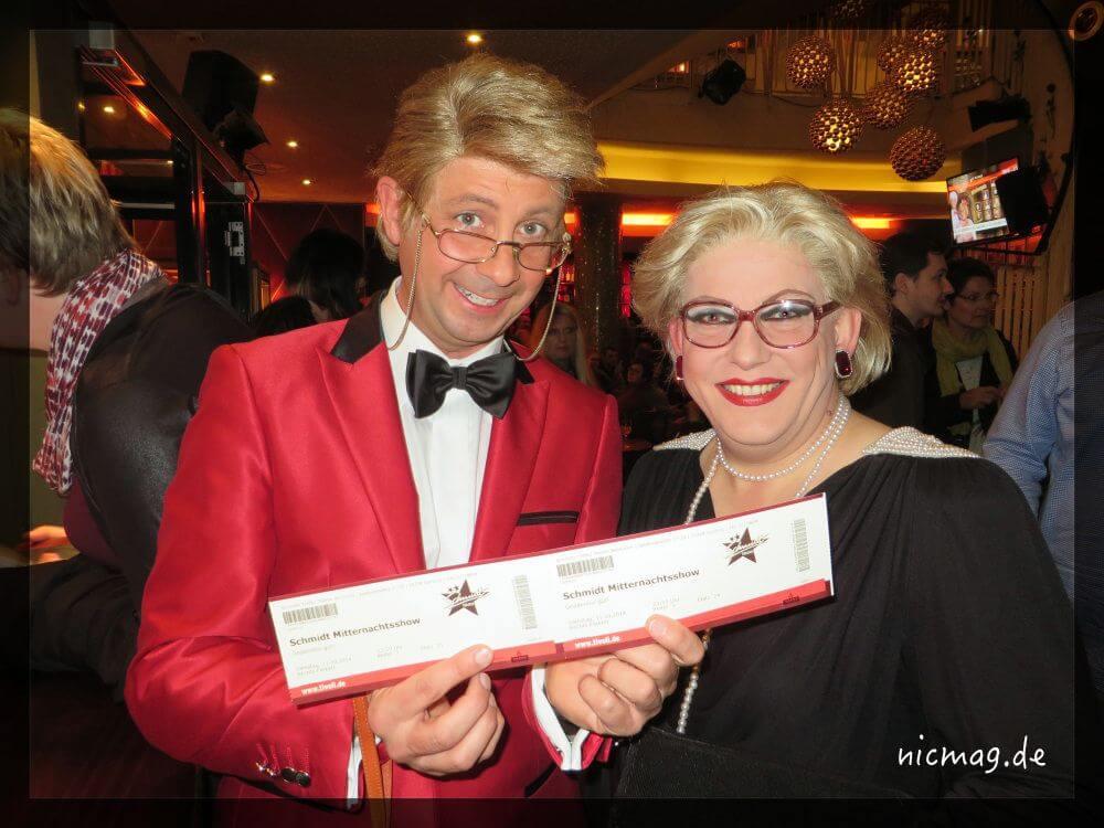 Hilde und Hajo mit ihren Karten für die Mitternachtsshow