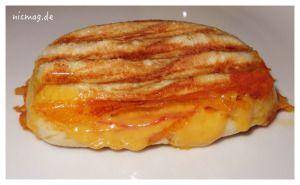 Sandwich mit Käse und Salami