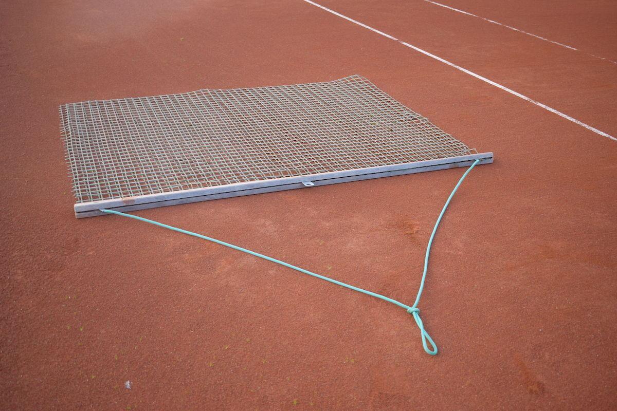 Tennisplatz abziehen