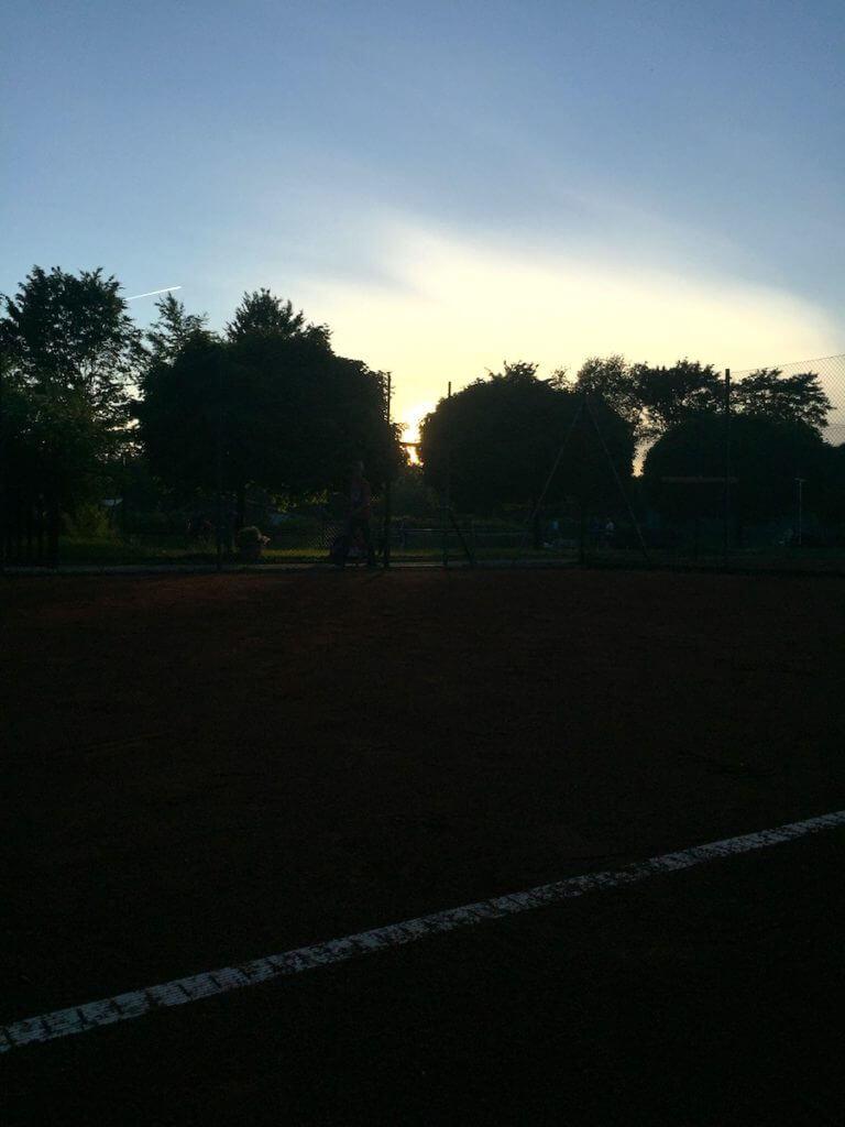 Abendstimmung auf dem Tennisplatz in Ahrensburg SSC Hagen
