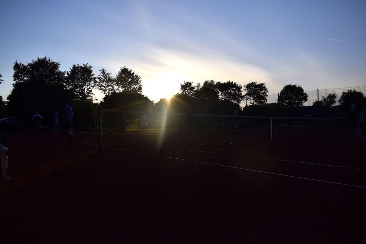 Abendstimmung auf dem Tennisplatz
