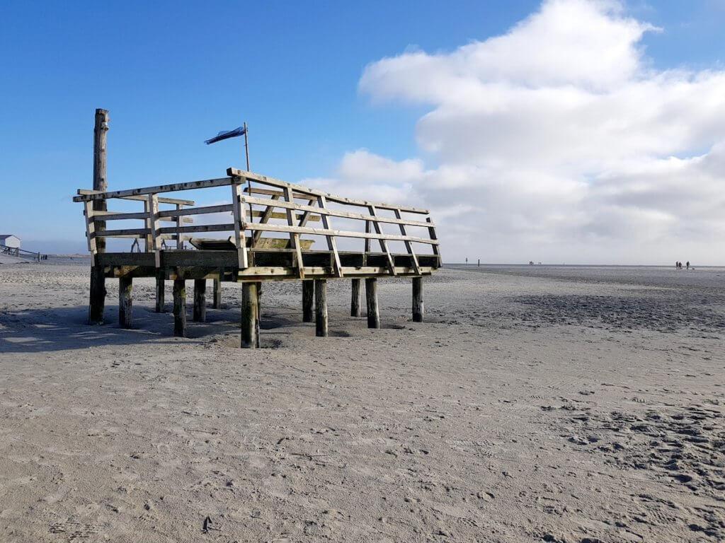 Strandkorbpodest am Strand von St. Peter-Ording – Foto: Nicole Stroschein
