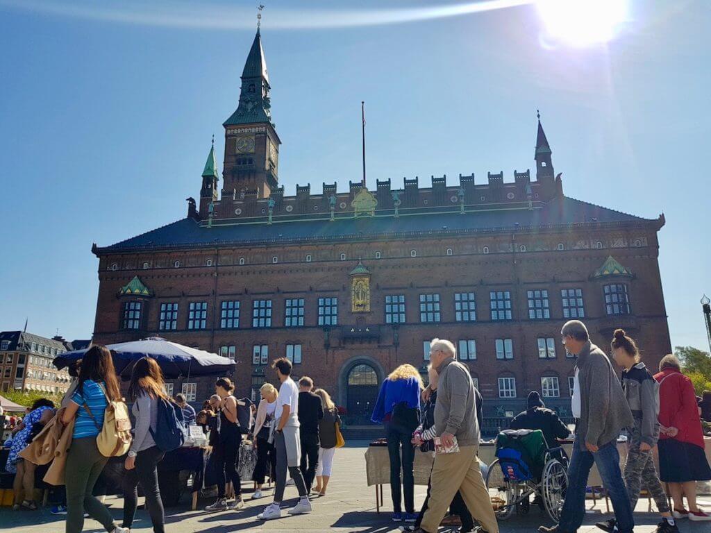 Flohmarkt am Rathaus von Kopenhagen – Foto: Nicole Stroschein