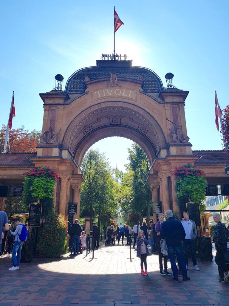 Eingang zum Tivoli, Kopenhagen –Foto: Nicole Stroschein