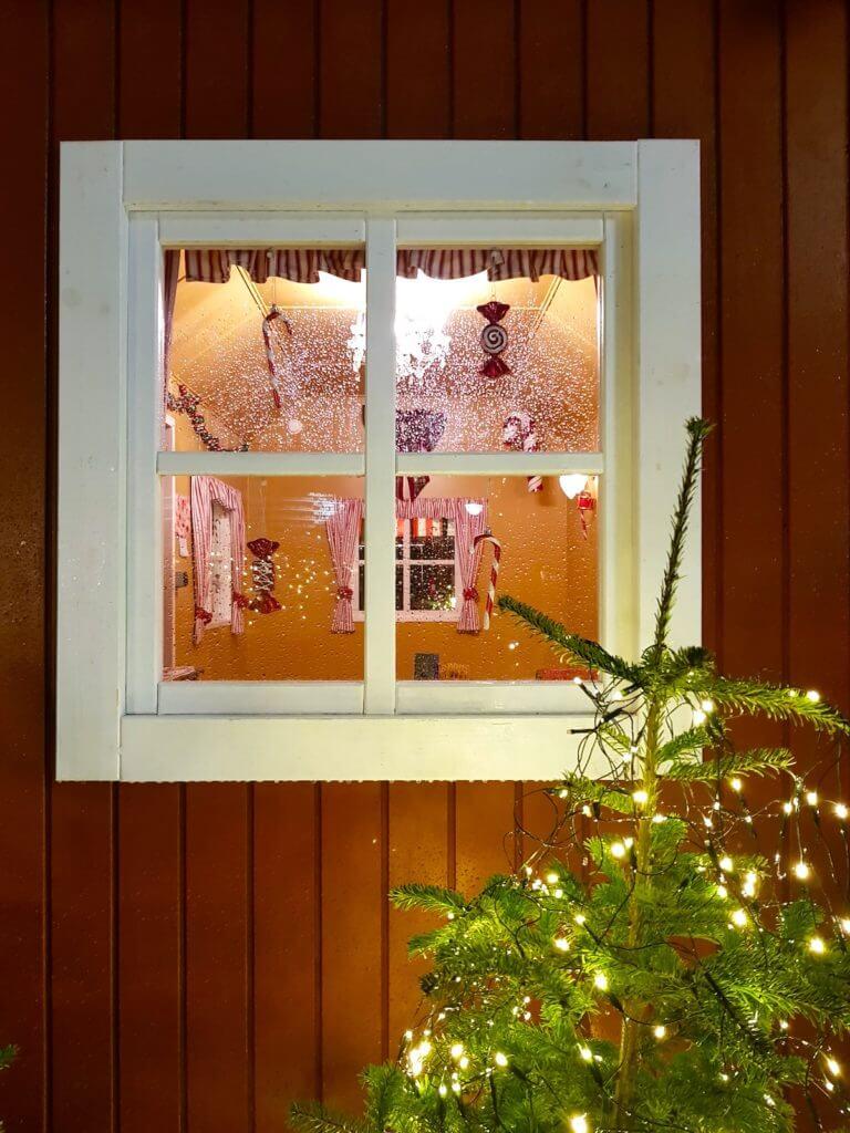 Das Haus des Weihnachtsmannes auf dem Weihnachtsmarkt in Kopenhagen – Foto: Nicole Stroschein